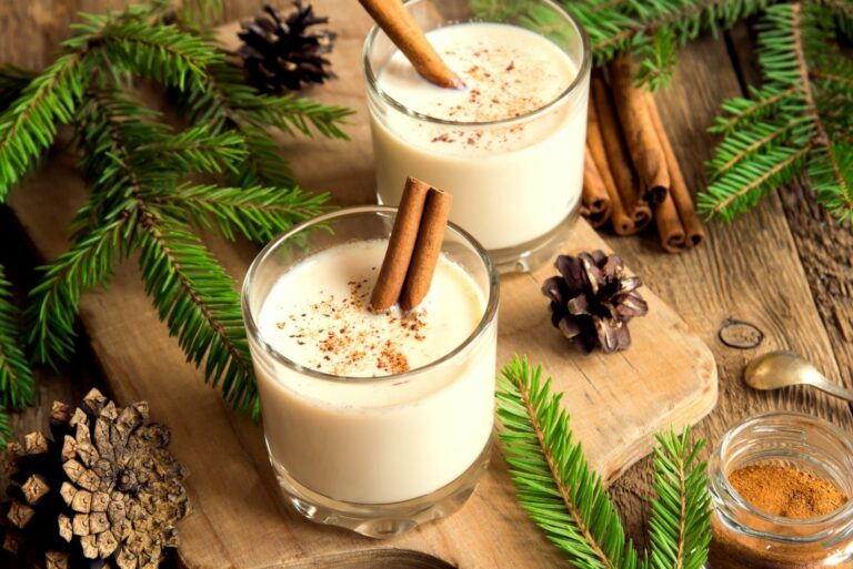 Holiday Drinks You Can Enjoy in the Hot Tub